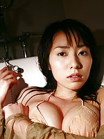 Momoko Tani Asian exposes big assets in such appetizing positions
